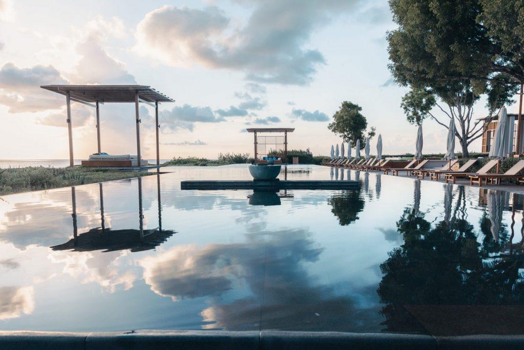 Amanyara luxury turks and caicos resort infinity pool