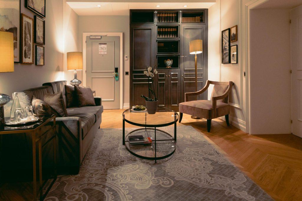 Spacious sitting area in the Hotel Victoria Jungfrau Deluxe Junior Suite
